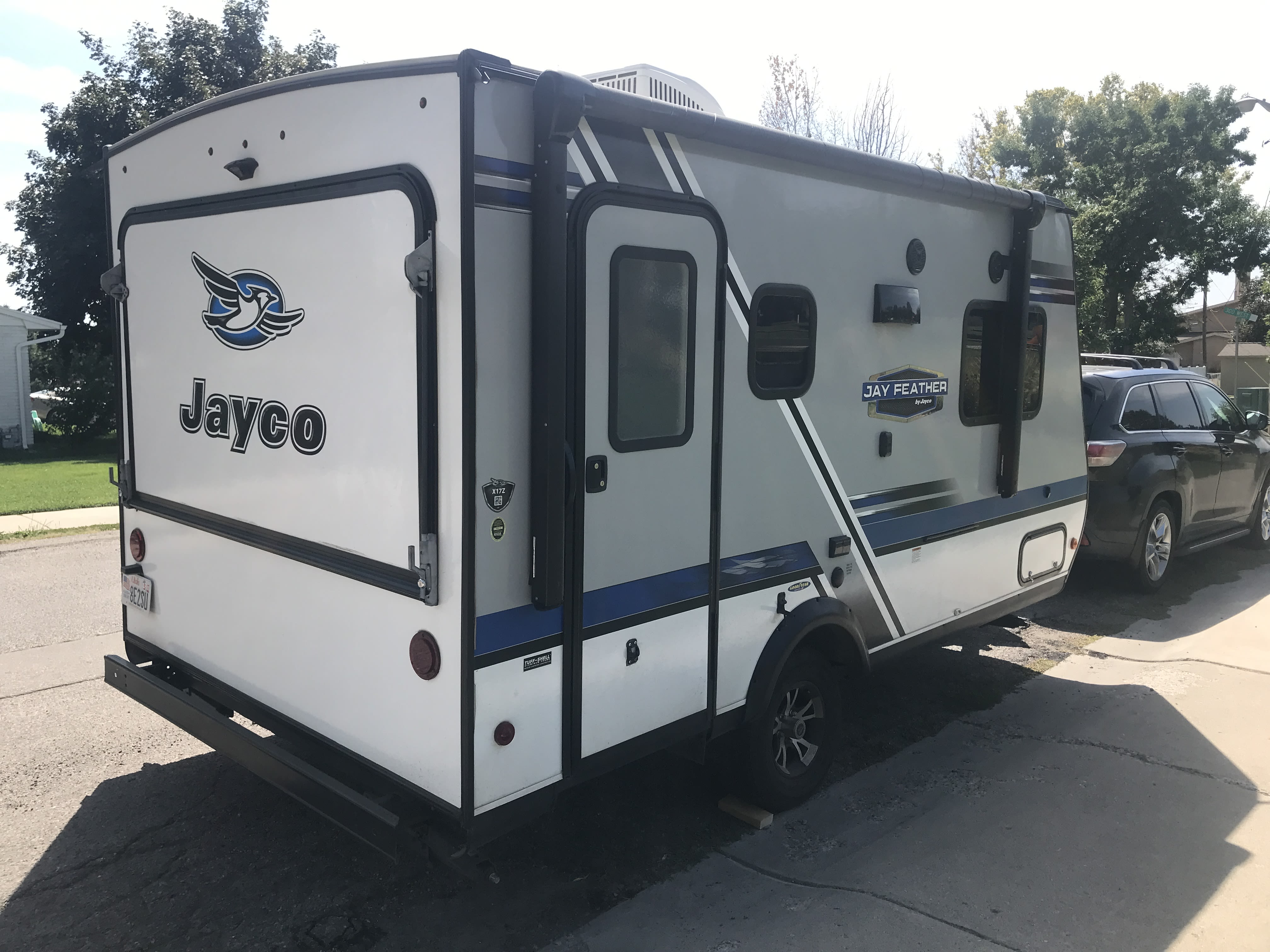 Pop out queen bed in the front and back.. Jayco Jay Feather 2018
