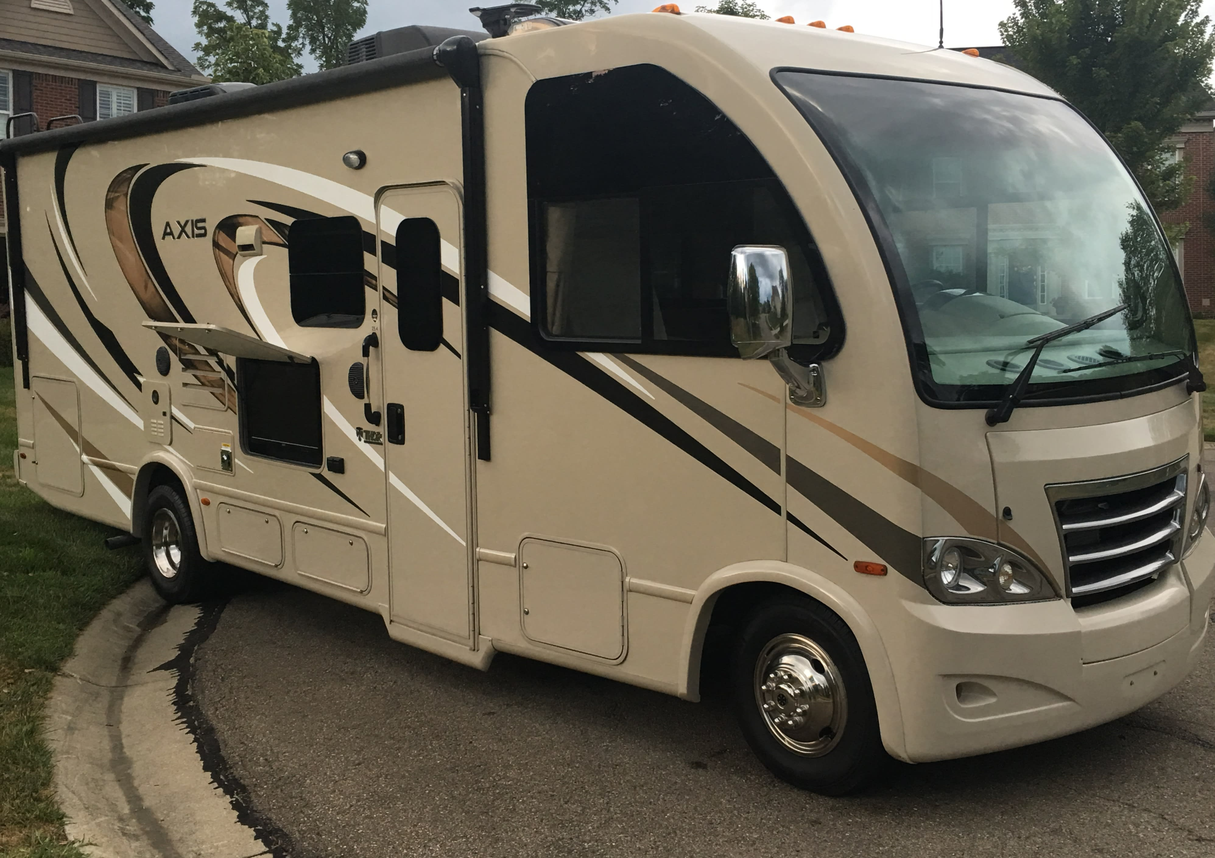 Front Outside Entertainment Area. Thor Motor Coach Axis 2017
