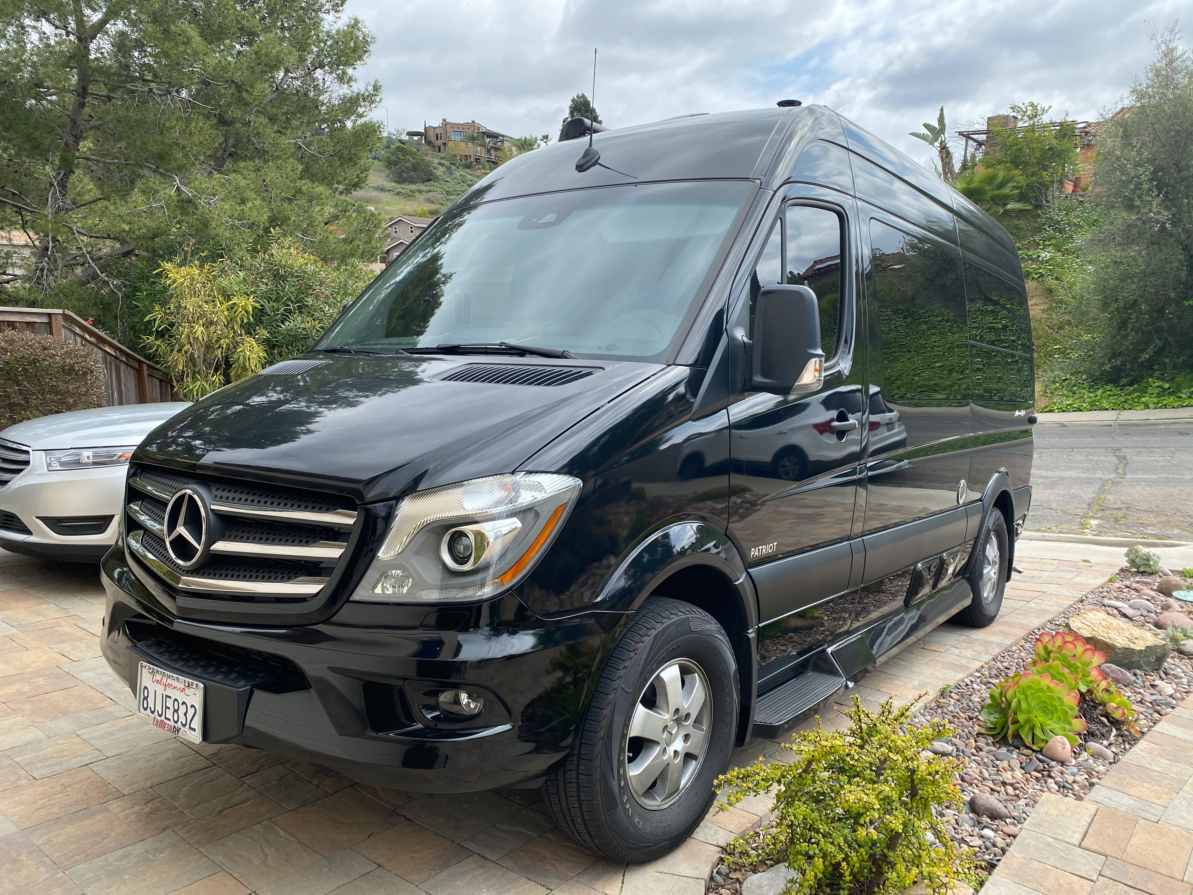 Fitsin ANY driveway ANY parking spot!. Mercedes-Benz Sprinter 2019