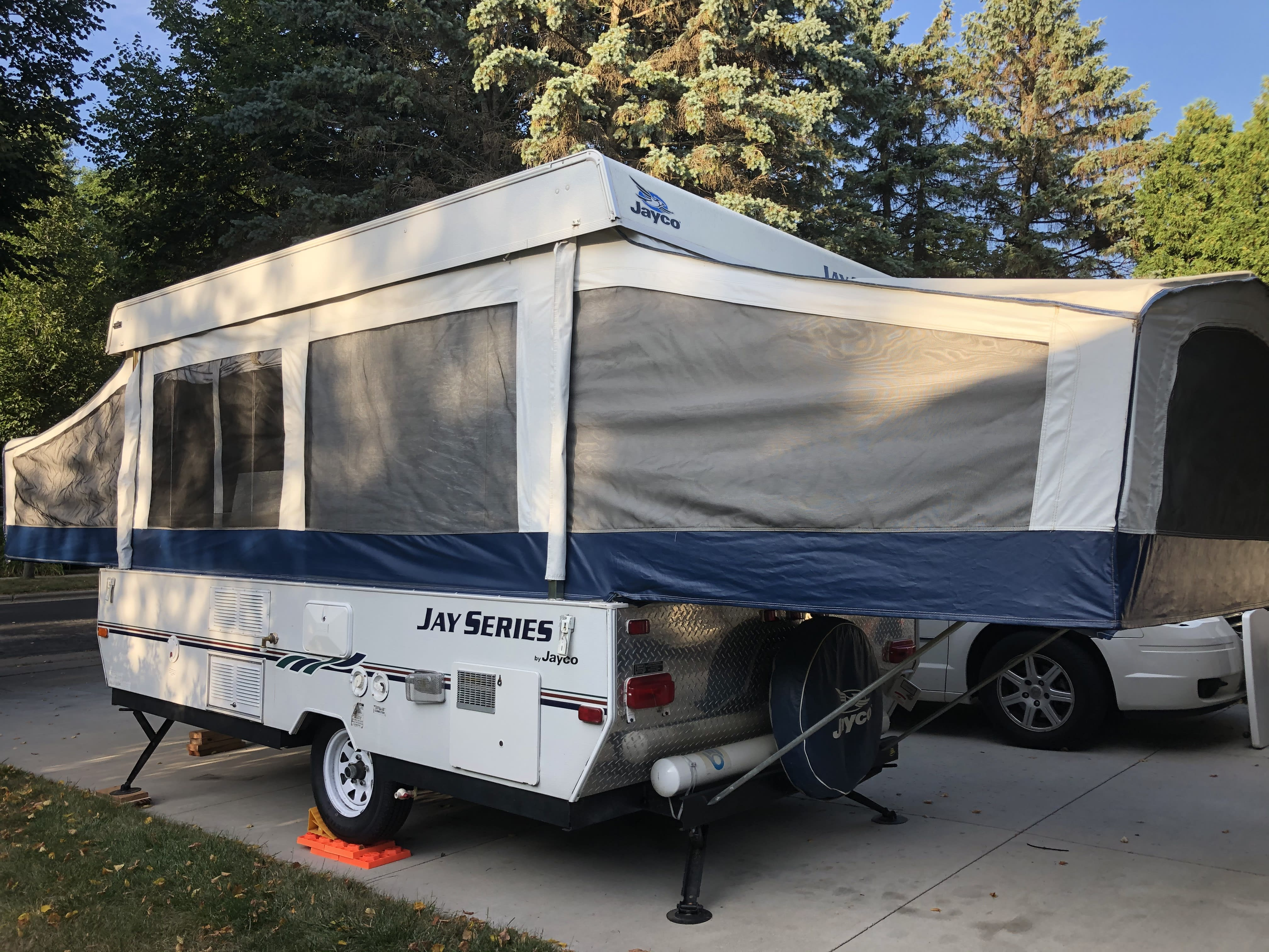 Queen size pull out bed.. Jayco Jay Series 2006