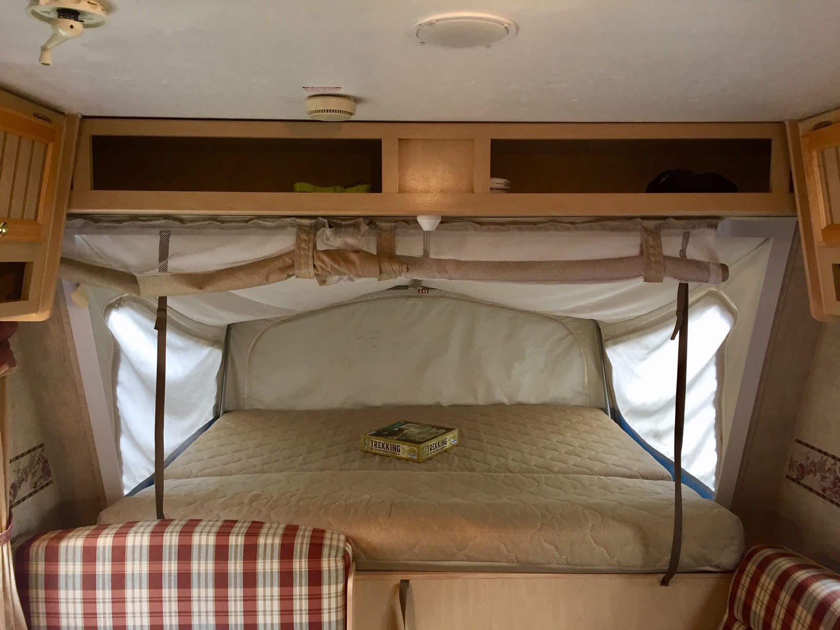 Front queen bed. Jayco Jay Feather Exp - Bunkhouse 2004