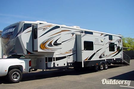 042′ Cyclone 5th Wheel  Phoenix, AZ
