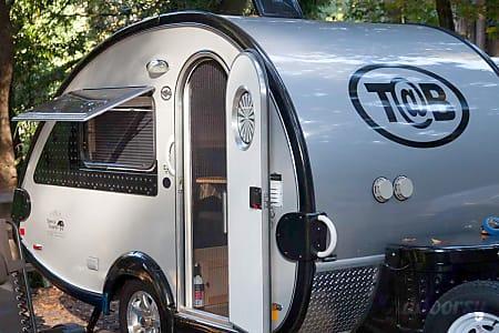 """0T@B Max """"Tiki"""" LOADED w/Kitchen. Hot water, Potty & Shower!  Auburn, CA"""