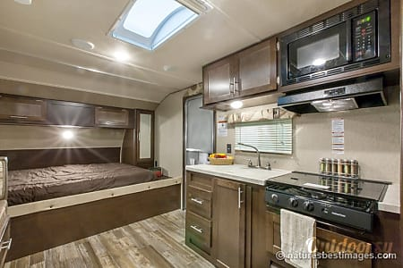 2016 Forest River Cherokee Grey Wolf Toy Hauler with slide out, large garage, outside shower, queen bed, king bed or 2 twins, & dinette that can sleep 2  Loxahatchee, FL