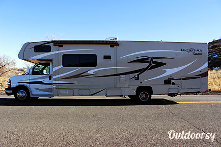 2015 Coachmen Leprechaun w/ 2 slides and bunks  Colorado Springs, CO
