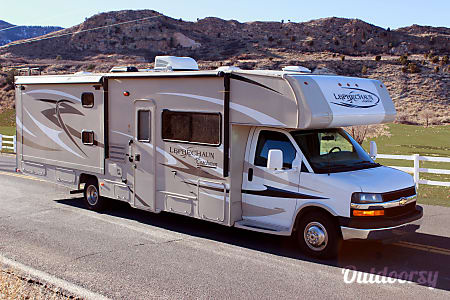 02015 Coachmen Leprechaun w/ 2 slides and bunks  Colorado Springs, CO