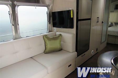 2015 Airstream Serenity 27′  Denver, CO