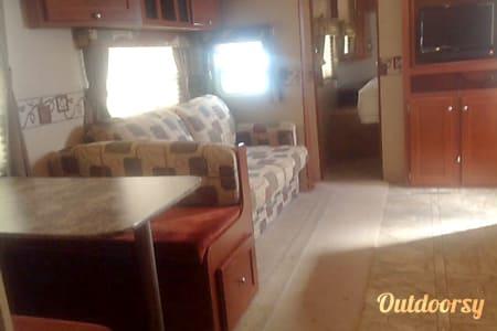 26' Zinger Travel Trailer  Pflugerville, TX