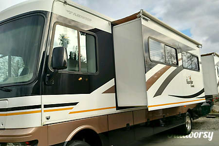 2010 Fleetwood Bounder  Whittier, CA