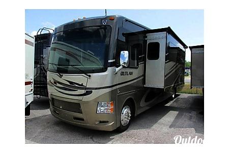 2015 Thor Motor Coach Outlaw 37LS  San Diego, CA