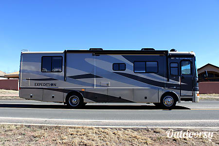 Fleetwood Expedition Luxury Diesel w/ 3 slides - CO  Colorado Springs, CO