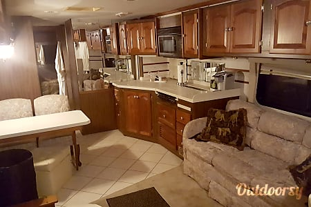 2001 Tiffin Motorhomes Allegro Bay  Pensacola Beach, FL