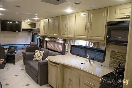 02014 Coachmen Sportscoach Cross Country - Triple Bunk Perfect for Family.  Orlando, FL