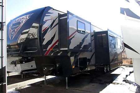 042.5'  Vengeance 5th Wheel  Phoenix, AZ