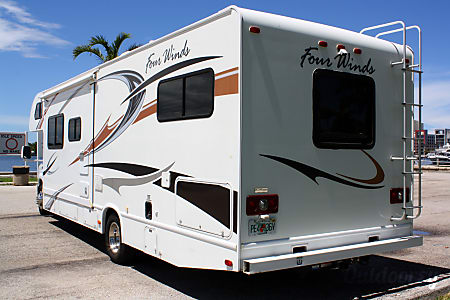 2011 Ford Fourwinds 31A Bunkhouse  Hollywood, FL