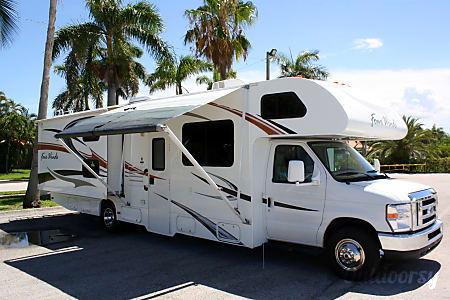 02011 Ford Fourwinds 31A Bunkhouse  Hollywood, FL