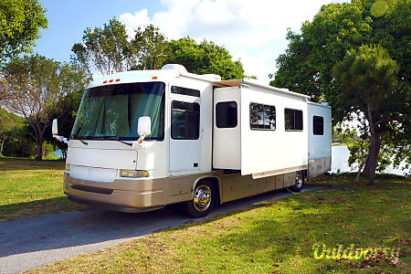 036' Motorhome, Diesel Powered... Remodeled, retrofitted and ready for adventure!  Lake Worth, FL