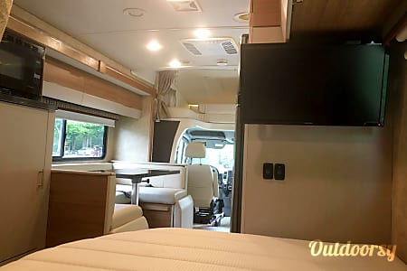 2016 Model J (Buena Park) -  Mercedes Winnebago View  Buena Park, CA