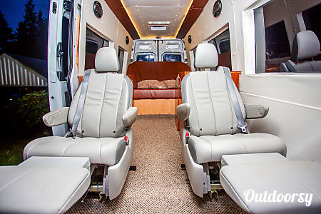 0Seattle Mercedes Benz Sprinter Luxury Limo/RV Seats 8 Sleeps 8  Redmond, WA