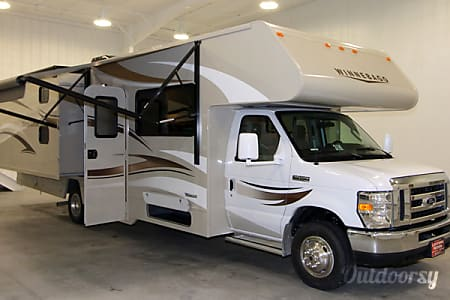 02016 Winnebago Minnie Winnie 31H  Carlsbad, California