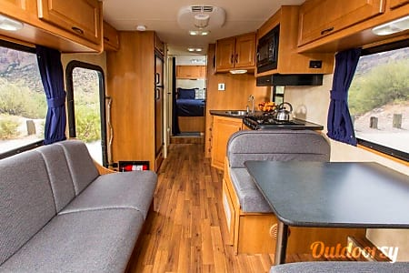 02012 Thor Motor Coach Four Winds Majestic  Newberg, OR