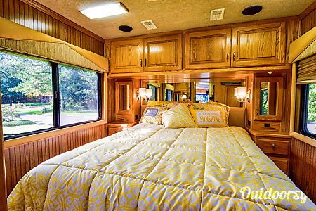 1999 Country Coach Allure  Charleston, SC