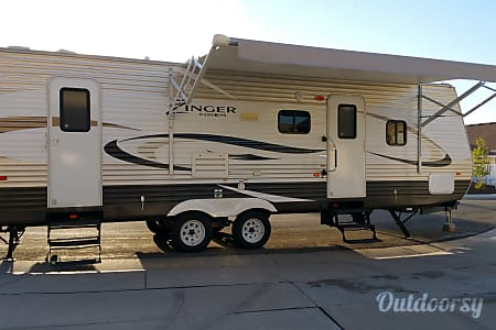 0Beautiful 2014 Crossroads Zinger with Bunkhouse and private master.  West Valley City, UT