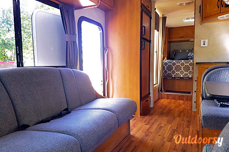 2012 Thor Motor Coach Four Winds Majestic  Newberg, OR
