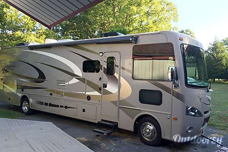 2015 Thor Motor Coach Hurricane  Berryville, VA