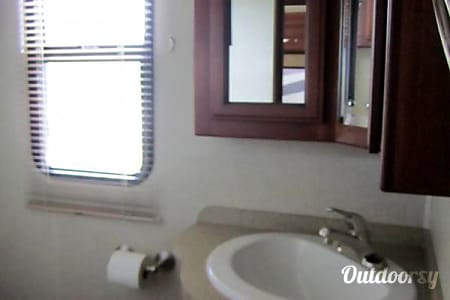 2012 Fleetwood Bounder 35ft Luxury Motorhome  El Cajon, CA