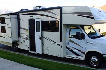 02017 Coachmen Freelander 32BH Class C  Lehi, UT