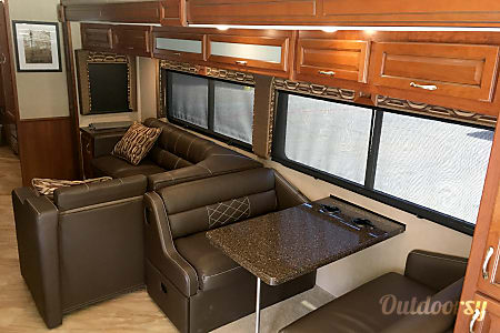 A-05 2017 Fleetwood Bounder 35K  Cypress, TX
