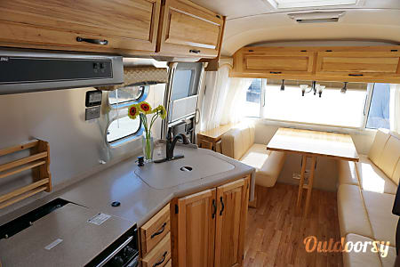 Airstream 2012 Classic  27' (Sleeps 6) (Tow Truck Optional)  San Francisco, CA