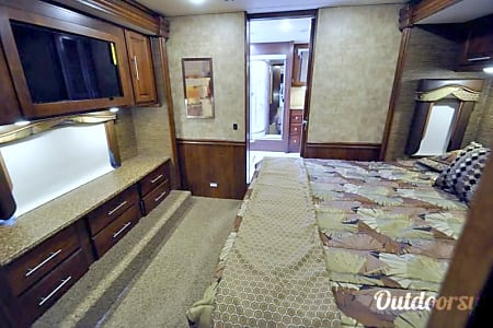 Luxurious Bath and a Half Diesel Coach  Alexander, AR