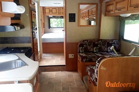 Forest River Sunseeker... Perfect for Family Adventure!  Maryville, TN