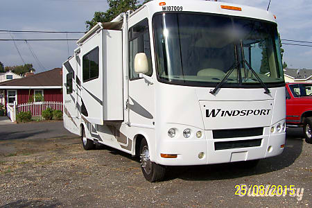 02007 Four Winds Motor Coach Windsport  Brea, California