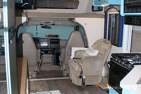2004 Thor Motor Coach Chateau with rear corner bed  Winchester, CA