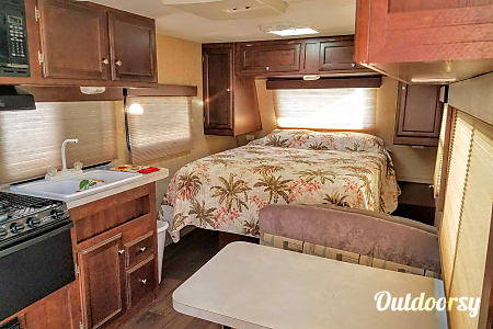0Light Easy Tow 2013 22' Eclipse Travel Trailer  San Diego, CA