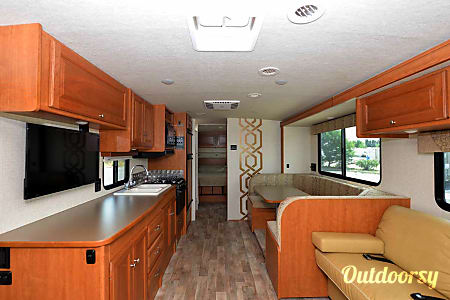 2017 Winnebago Vista 31KE  Aurora, CO