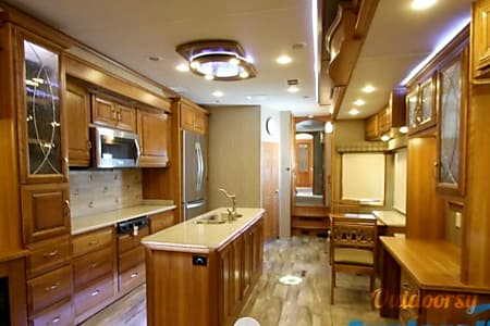 02017 Drv Mobile Suites 44' fifth wheel  Spring, TX