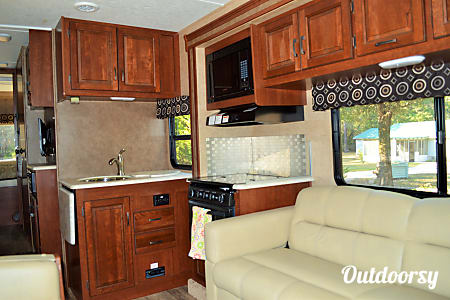 BRAND NEW Luxury RV - 2017 Sunseeker Sleeps 10  Theodore, AL