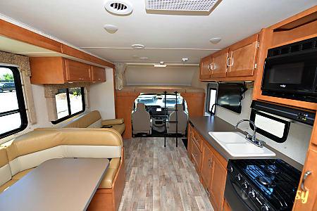 2017 Winnebago Minnie Winnie 331 K  Seffner, FL
