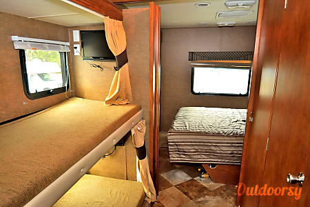 RV 24: Pursuit 33BHP  Herndon, VA