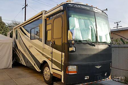 02003 Fleetwood Discovery  Lynwood, CA