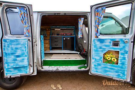 Silvester - 2001 Ford E350  Waialua, HI