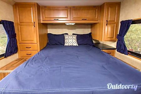 Thor Motor Coach Majestic 28A Unlimited Miles  Tampa, FL