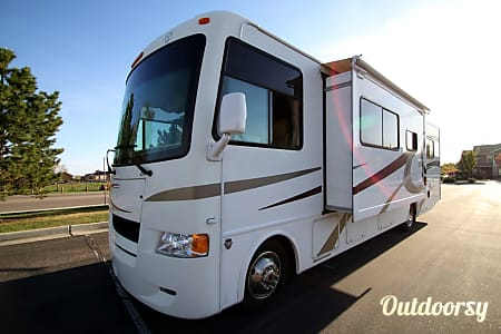 02012 Thor Motor Coach Hurricane  Lehi, UT