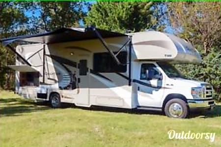 02017 Thor Motor Coach Quantum  Oakhurst, CA