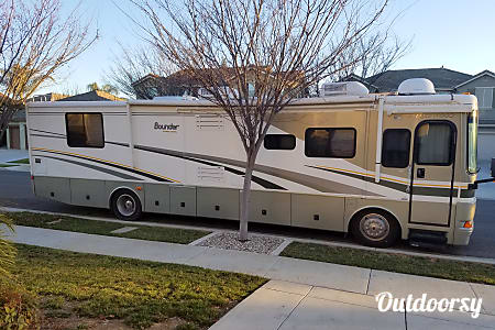 02005 Fleetwood Bounder 38N Turbo Diesel  Patterson, CA
