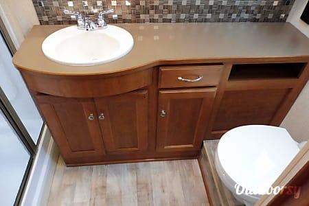 BRAND NEW 2016 Winnebago Vista  1.5 Baths + Bunks/OutsideTV!!!  Galena, OH